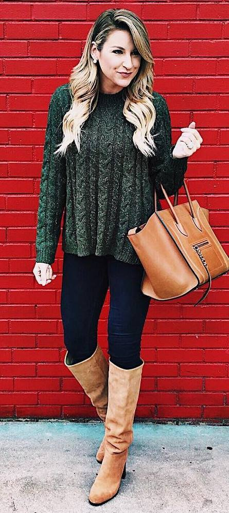 what to wear with high boots : green sweater + bag + black skinny jeans
