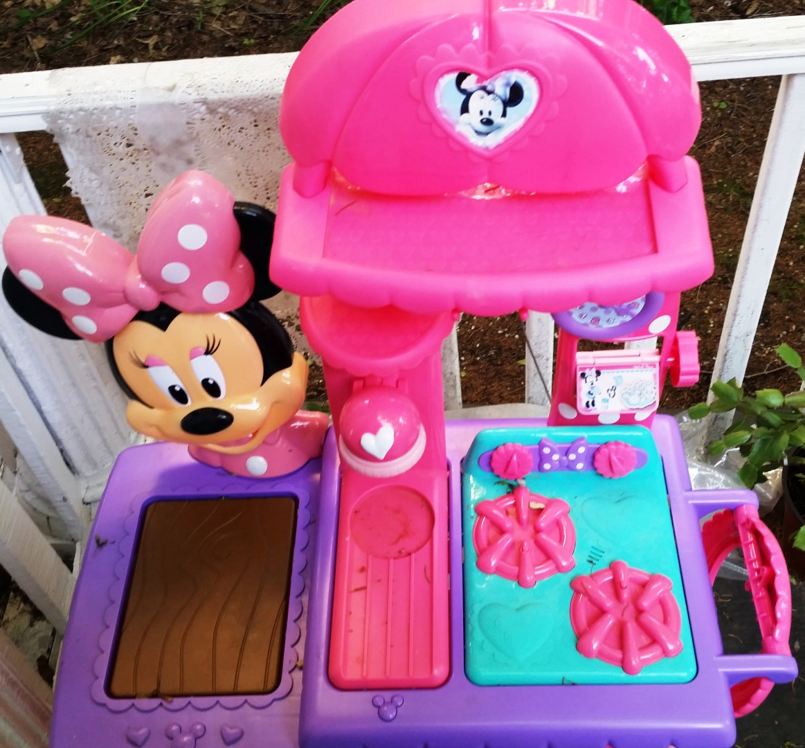 Writing Straight From The Heart: Minnie Mouse Kitchen Set Comes to ...