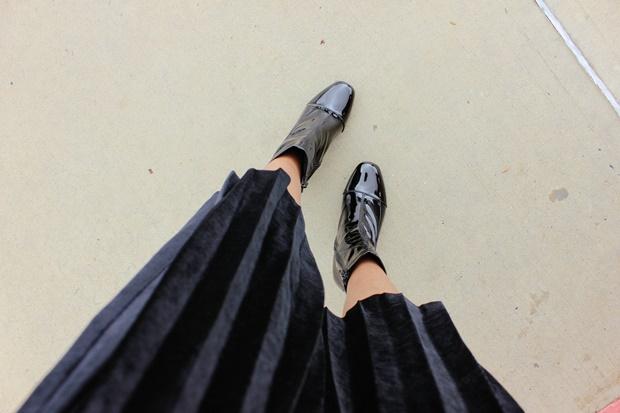Como usar Saia plissada com bota