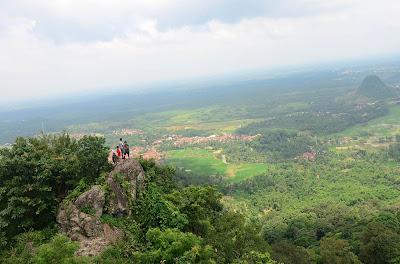 Objek wisata hits Bogor Gunung Munara