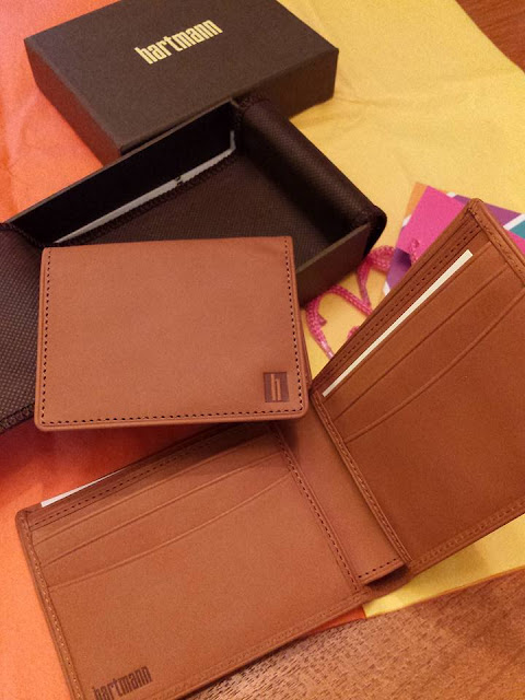 Practical and Classic  Gift Ideas for Dad (Hartmann Wallet)