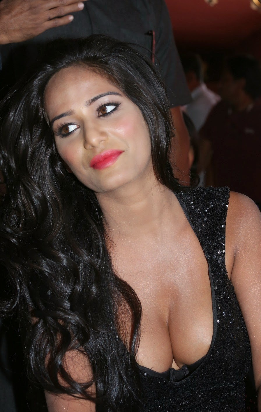 deep cleavage of actress