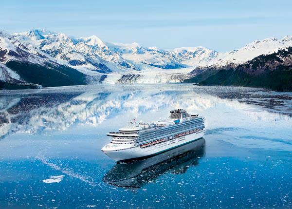 Puedes visitar los glaciares de Alaska en crucero
