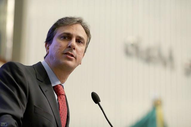 Facebook: governador Camilo Santana anuncia programa para a erradicação da pobreza infantil no Ceará