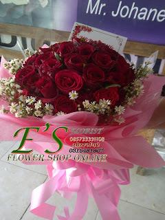 bunga tangan mawar merah bulat besar
