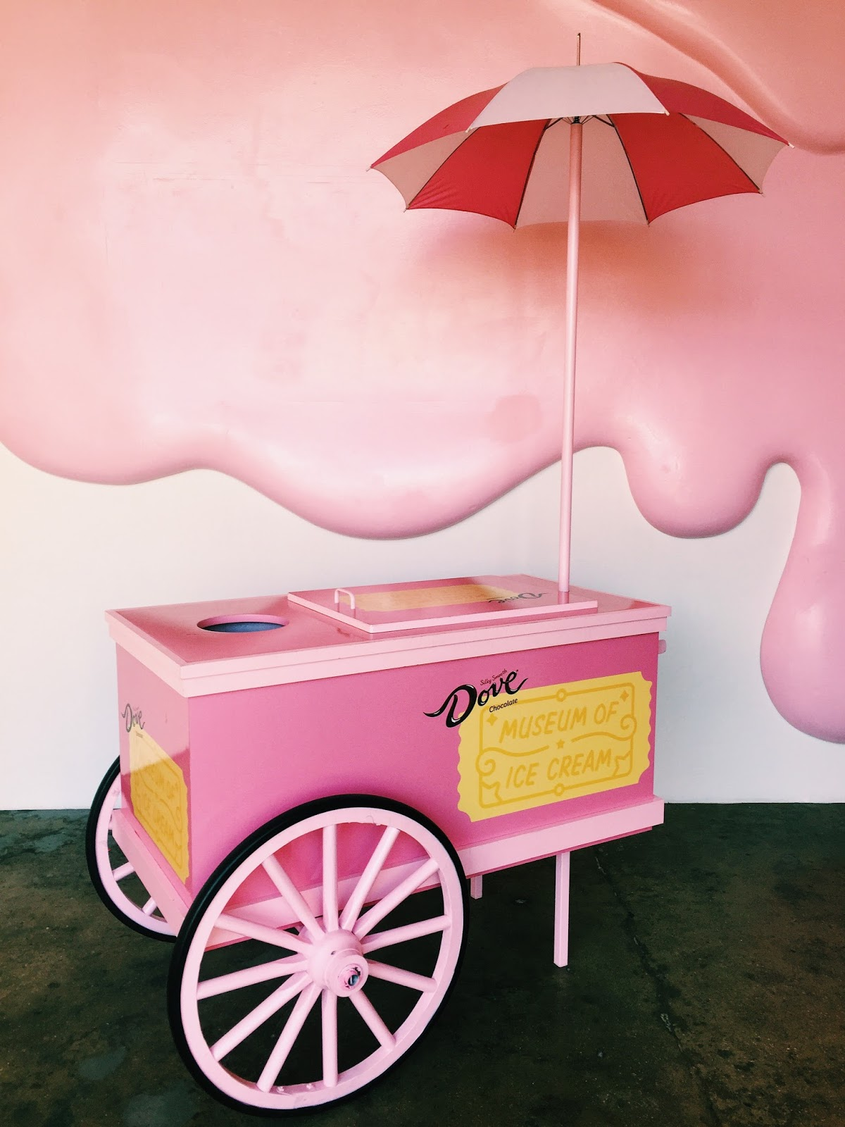 Umbrella Ice Cream Stand_Museum of Ice Cream Los Angeles_DTLA_Los Angeles Times_LA Blogger_ Travel Blogger_Pink Vintage