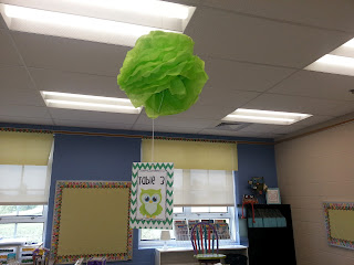 Making Your Own Tissue Paper Puffs- DIY Dollar Tree tissue paper puffs for the classroom decoration- back to school classroom decor