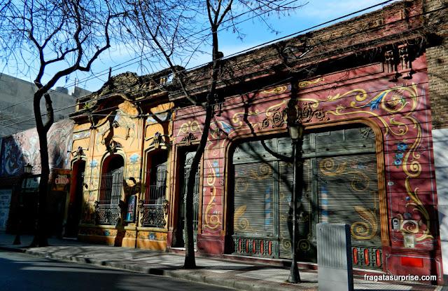 Fachadas decoradas com fileteado no bairro de Abasto, Buenos Aires