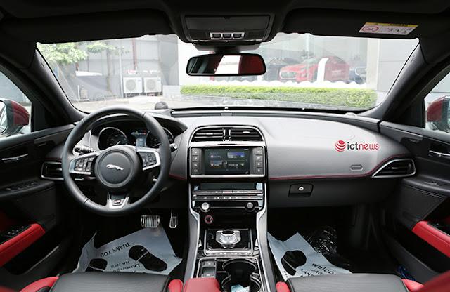 Cận cảnh sedan Jaguar XE S phiên bản đặc biệt đầu tiên tại Hà Nội