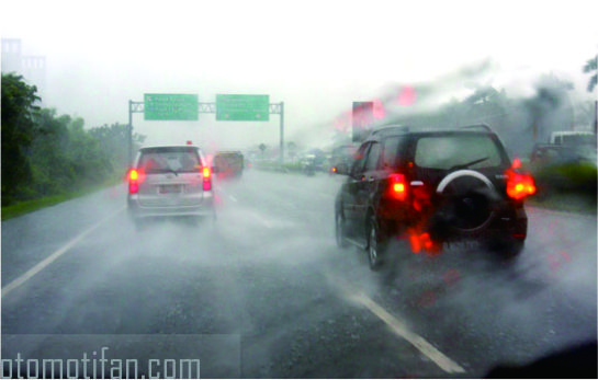 Driving While Rain But Visibility Remains Clear. Want?