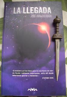 Portada del libro La llegada, de Joe Haldeman