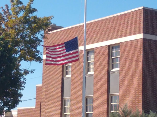 US Post Office, Sunnyside, the problem with flying the flag at half mast