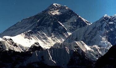 Εβερεστ: Δεκάδες σοροί ορειβατών εμφανίζονται με το λιώσιμο των πάγων