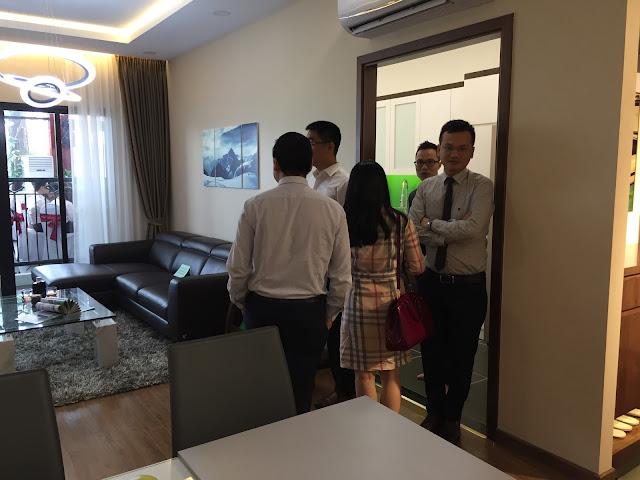 Ông Đào Văn Công  ông Trương Hùng Cường và ông Lương Thành Trung tại căn hộ mẫu Eco Lake View
