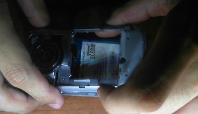 Separando la carcasa de la tarjeta madre del M8800