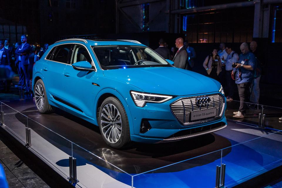 Audi Has Allegedly Deferred Conveyances Of Its First Lead Electric Vehicle The E Tron Due To Issues Sufficiently Verifying Batteries From Provider Lg Chem