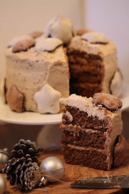 Gingerbread and lemon layer cake with speculoos frosting