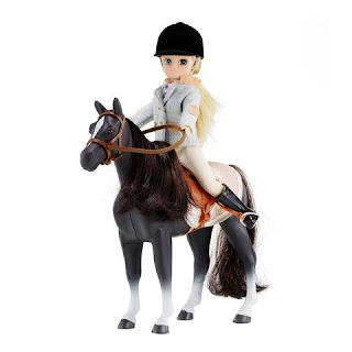 poupée sur un cheval