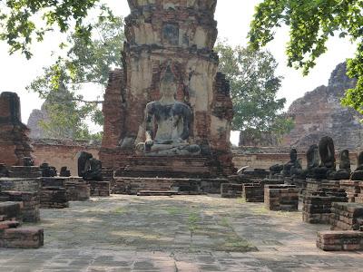 ruinas del templo Wat Mahathat, Tailandia, La vuelta al mundo de Asun y Ricardo, vuelta al mundo, round the world, mundoporlibre.com