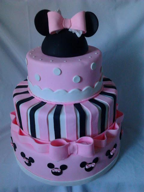 Bolo fake Minnie Mouse rosa