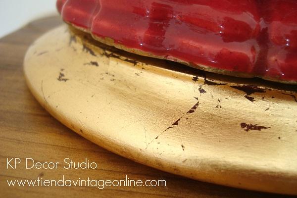 Lámpara cerámica antigua con base de madera dorada