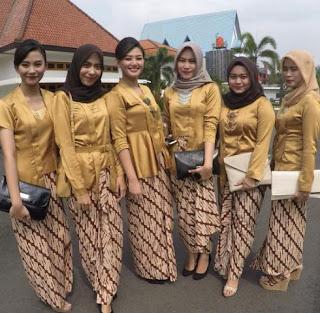 Kebaya Kartini Seragam Serasi Warna Gold Klasik