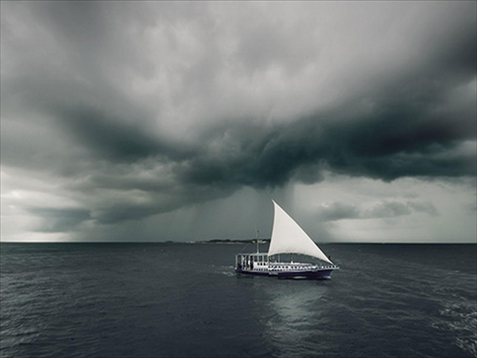 https://2.bp.blogspot.com/-53y_jKh-JLU/T-ln51_XEwI/AAAAAAAAATA/WXgAR9-1Ftw/s1600/Sea-rain-wallpapers-for-des.jpg
