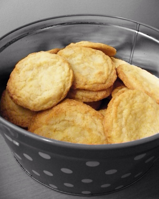 Lemonade Quenchers Cookies in a tin