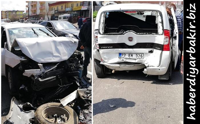 Diyarbakır-Mardin Karayolu'nda 2 aracın çarpışması sonucu meydana gelen kazada ilk belirlemelere göre 2 kişi yaralandı.