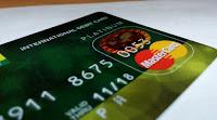 manfaat penggunaan kartu atm debit saat berbelanja