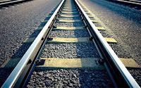 Boşlukları ve yanları asfalt ile doldurulmuş tren rayı