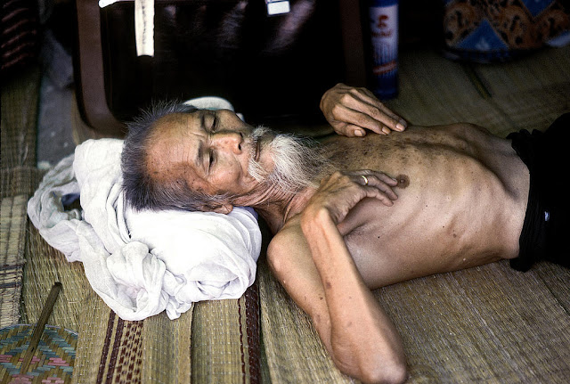 Coping with disasters: Refugees and displaced persons in Southeast Asia. An elderly refugee resting at the Lubhini Transit Centre in Bangkok, Thailand. There are about 2,000 refugees in this camp from Cambodia, Vietnam and Laos and they will be going to the United States, Canada, Italy and France. 01/07/1979. Bangkok, Thailand. UN Photo/John Isaac. www.unmultimedia.org/photo/