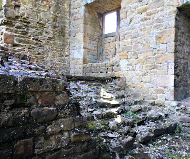hardwick-old-hall-stairs