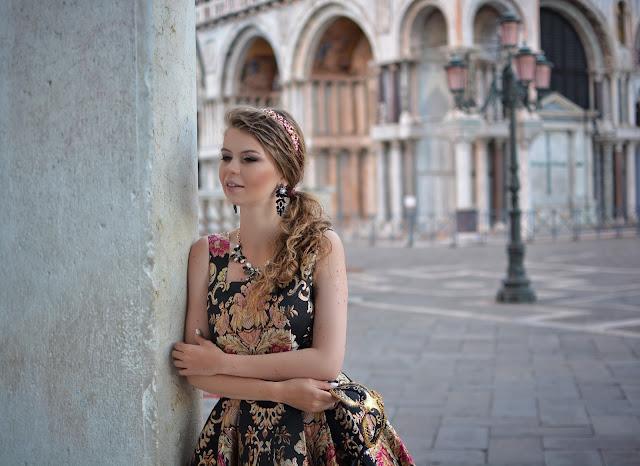 фотосессия в платье в венеции на пустой сан марко