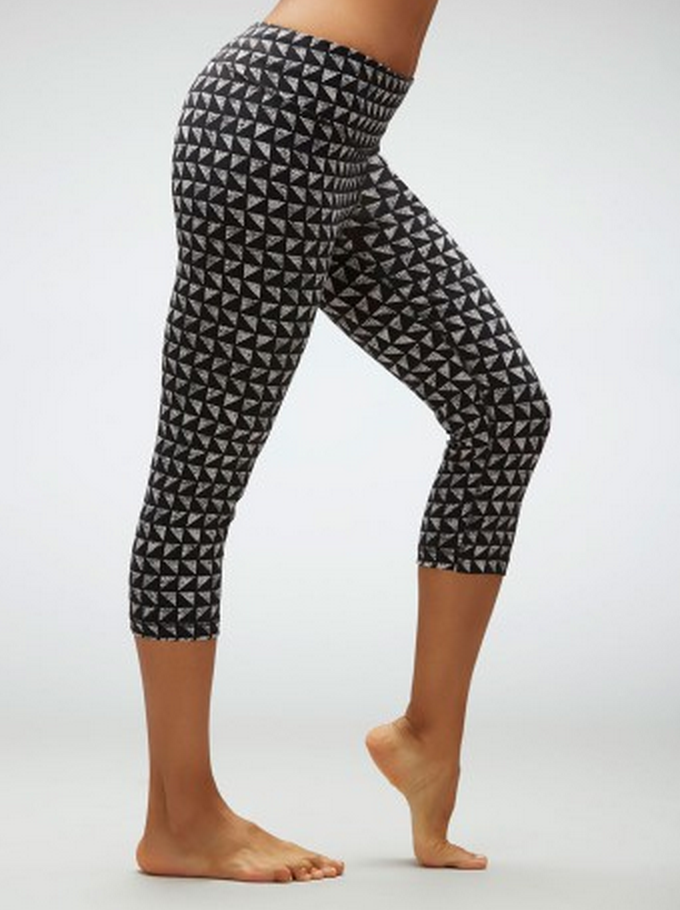 a852894d9bf70 My order arrived today (super fast too!) and I am in love with both pairs  of leggings! They feel and fit so nice! I got the Tummy Slimming Capri  leggings in ...
