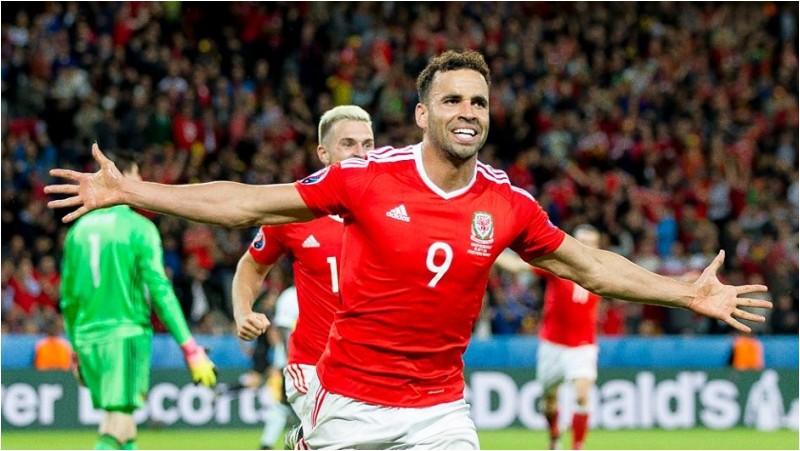 Selebrasi gol Hal Robson-Kanu saat melawan Belgia