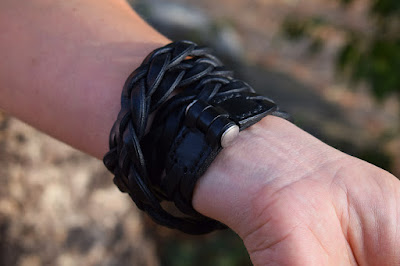 Clasp detail for 4 turns braided leather bracelet