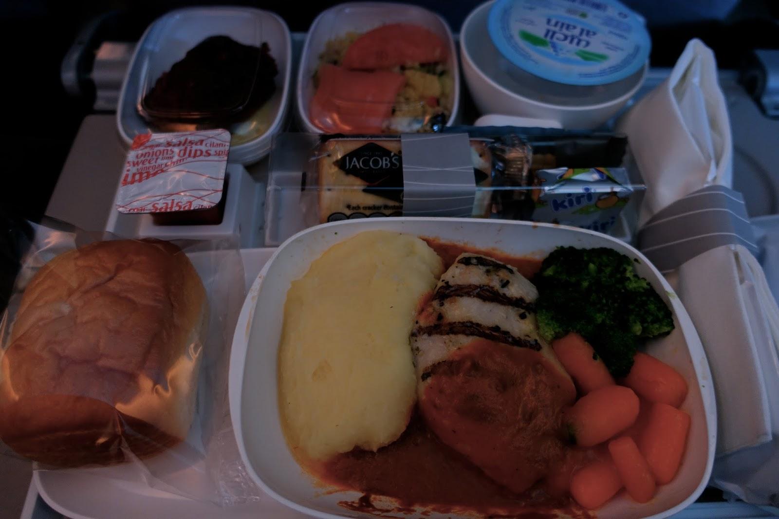 エミレーツ航空EK185 機内食2 お昼