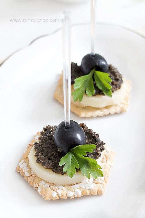 Pesto alle olive nere ricetta per crostini e pasta black olive pesto recipe