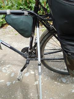 フルパッキングの自転車のスタンド