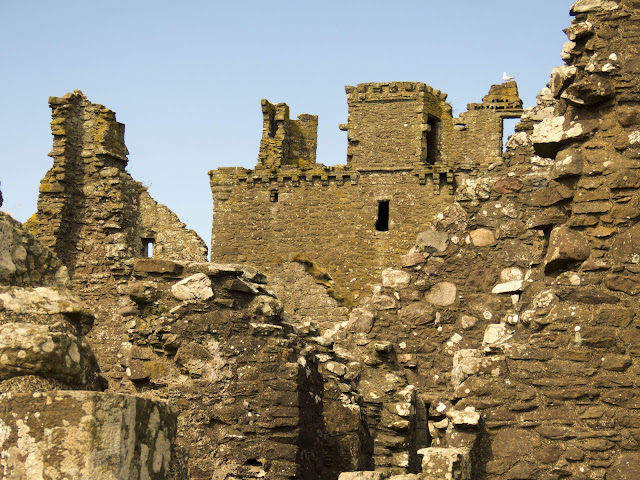 Day Trips from Aberdeen Scotland: Walk around the ruins of Dunnottar Castle