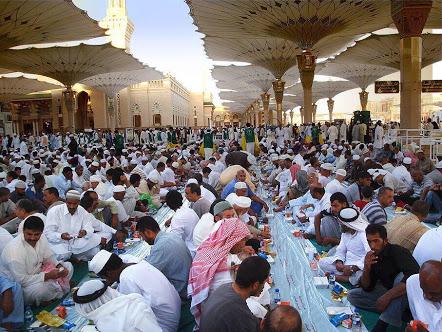 Foto Buka Puasa Ramadhan di Masjid Nabawi Madinah 2018 Terbaru