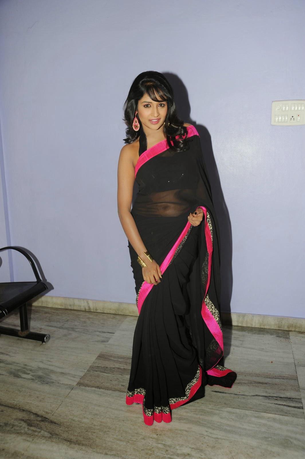 Isha Ranganath glam pics in saree-HQ-Photo-7