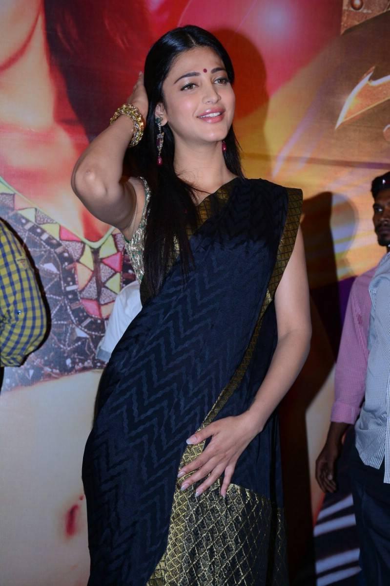 Bollywood Hot Actress Shruti Haasan Hip Navel Show Photos In Blue Saree