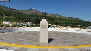 MONUMENT / Estátua Professor António José Pereira Flores (Mestre Barata Feyo), Bairro da Eira, Castelo de Vide, Portugal