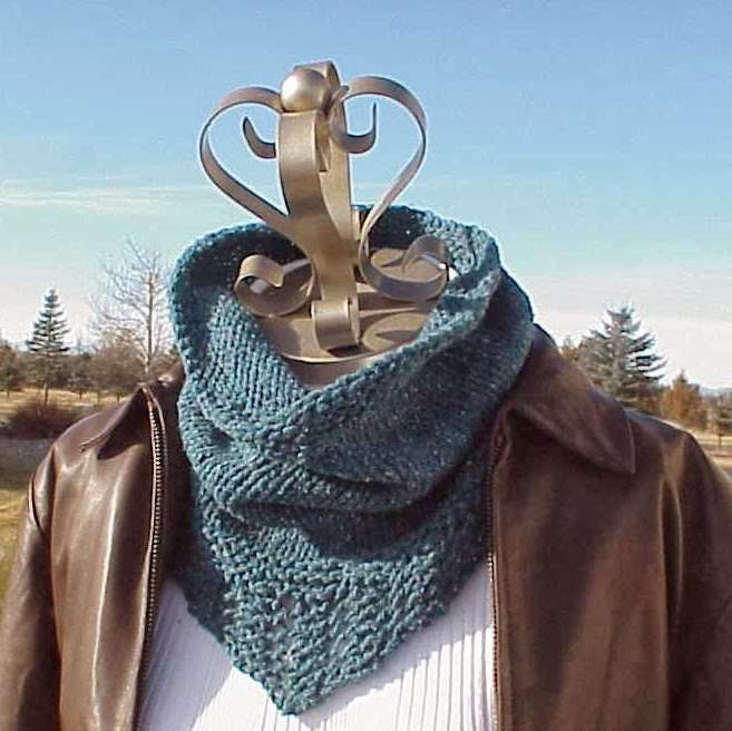 Kriskrafter: Free Knitting Pattern! - Bridger Cowl