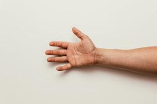 Cara Mengatasi Kesemutan Tangan Dan Kaki Yang Sering Terjadi