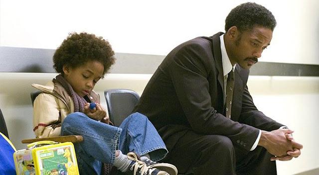Fotograma de En busca de la felicidad (2006), protagonizada por Will Smith y su hijo Jaden Smith