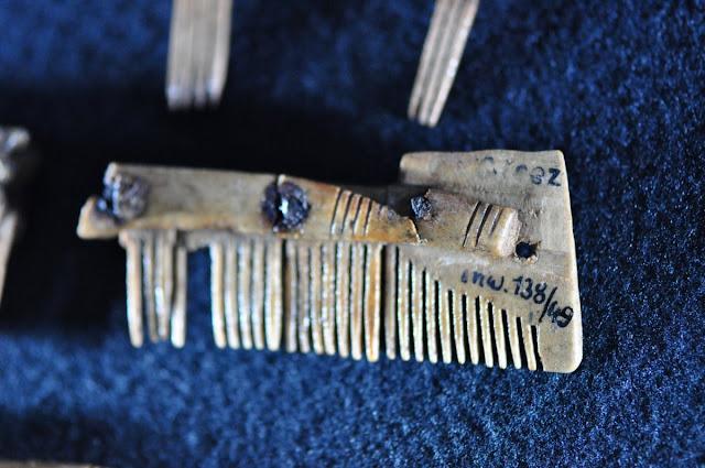 grzebienie wczesnośredniowieczne - wystawa Z poroża i kości, Giecz