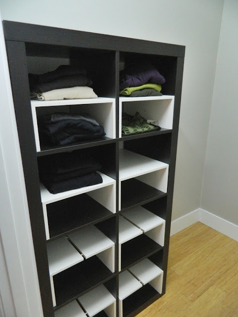 little corner house: Ikea Hack: Expedit inserts for the closet